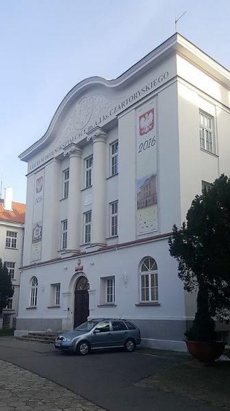 Główne wejście do I LO w Puławcah