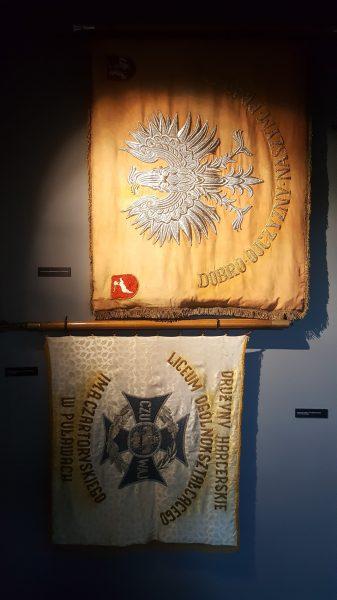 Sztandary I LO w Puławach
